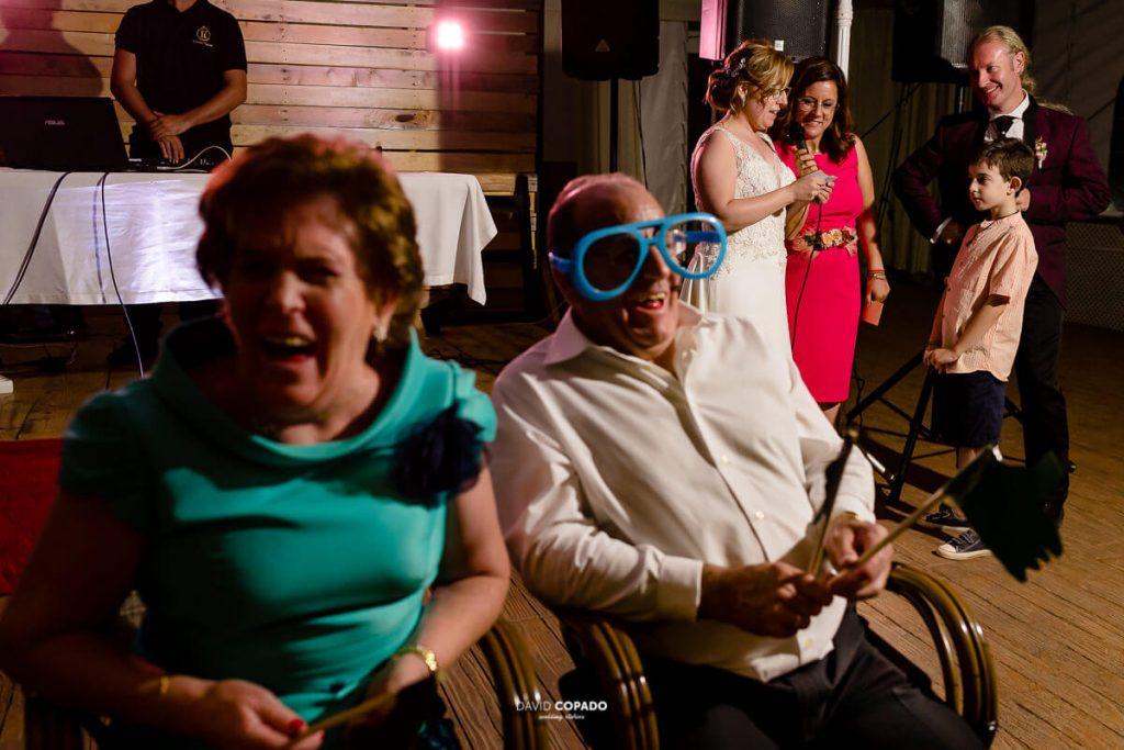 Risas de la familia - Fotógrafo de bodas en Ciudad Real - Ángel y Vicen - David Copado