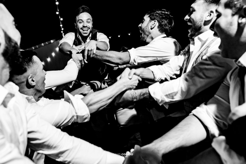 Fiesta y novio - Fotógrafo de bodas en Ciudad Real - María Jesús y Álex - David Copado