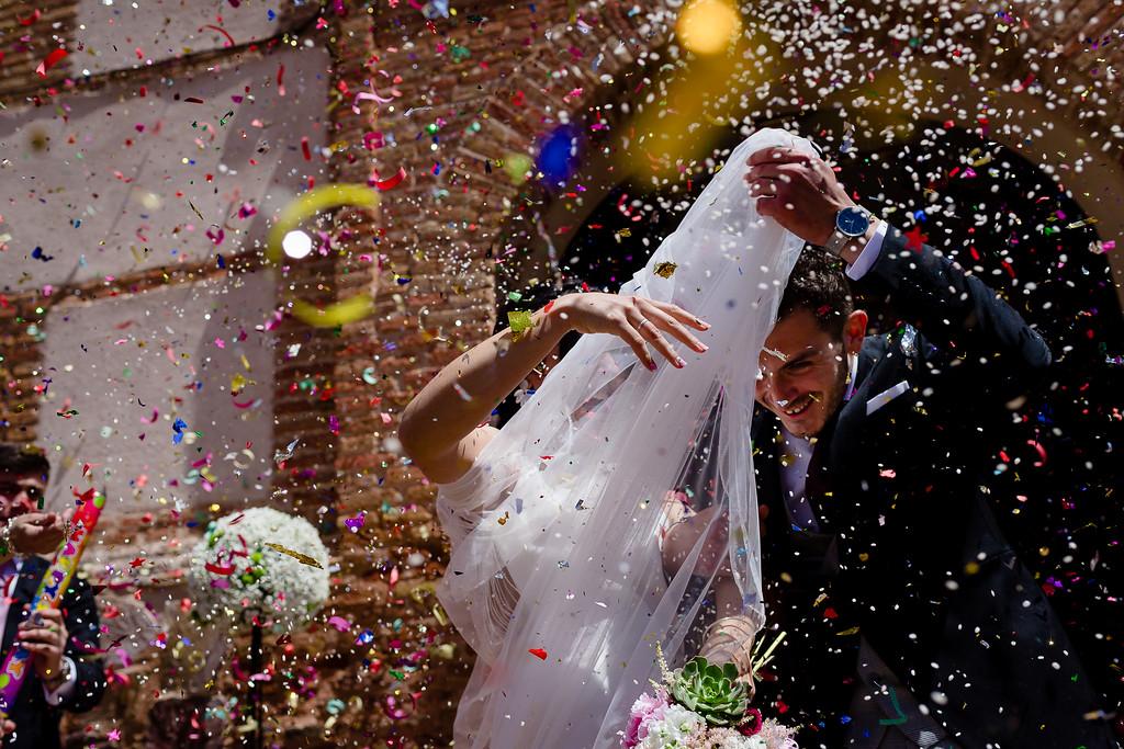 Lanzar confeti a la salida de la ceremonia